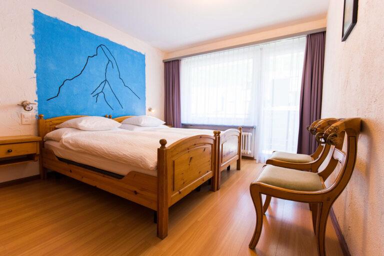 budget_apartments_zermatt_haus_theodul_306_bedroom_010