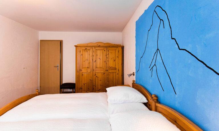 budget_apartments_zermatt_haus_theodul_306_bedroom_011