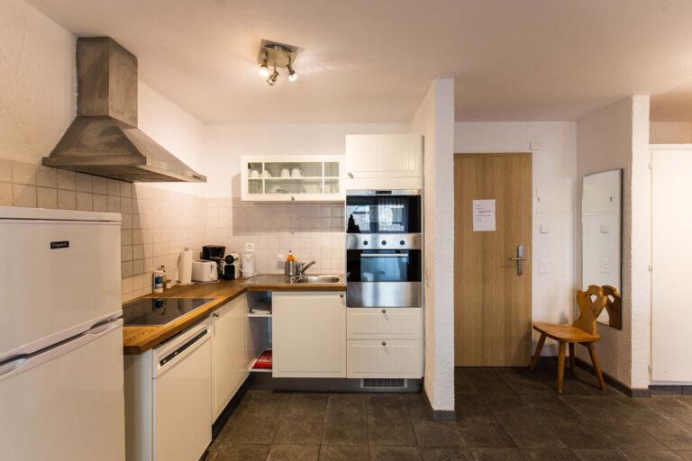 budget_apartments_zermatt_haus_theodul_306_kitchen_010