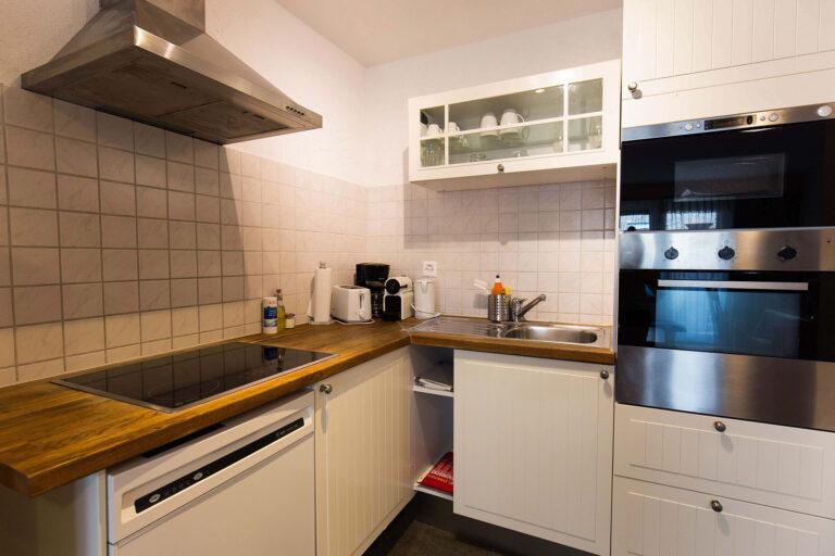 budget_apartments_zermatt_haus_theodul_306_kitchen_011