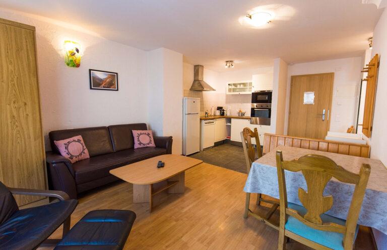 budget_apartments_zermatt_haus_theodul_306_living_011
