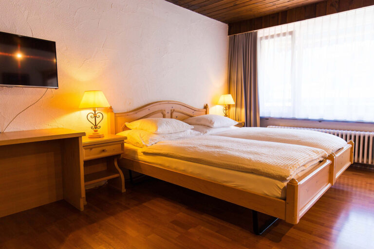 budget_apartments_zermatt_haus_theodul_402_bedroom_010