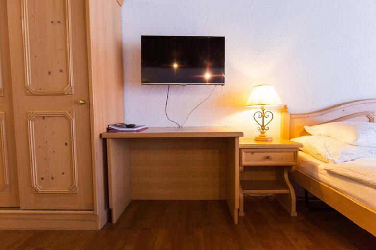 budget_apartments_zermatt_haus_theodul_402_bedroom_011