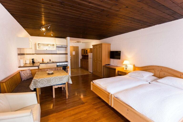 budget_apartments_zermatt_haus_theodul_402_living_011