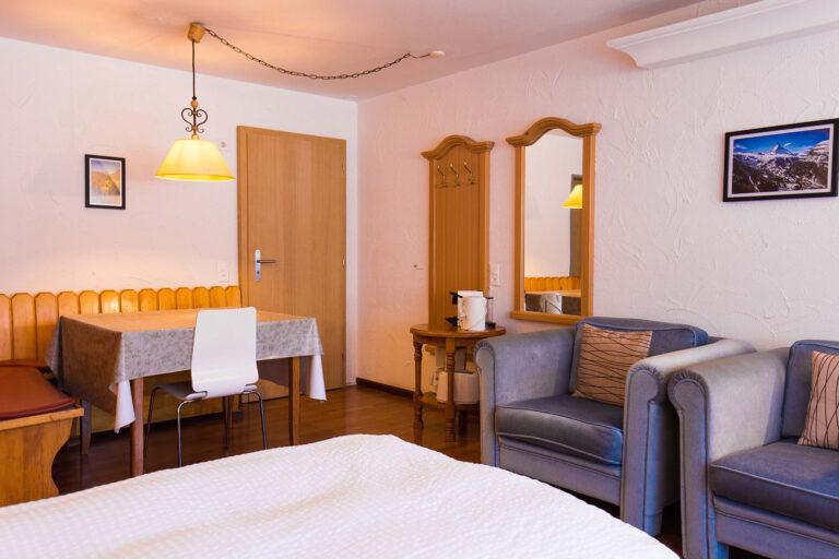 budget_apartments_zermatt_haus_theodul_403_living_010