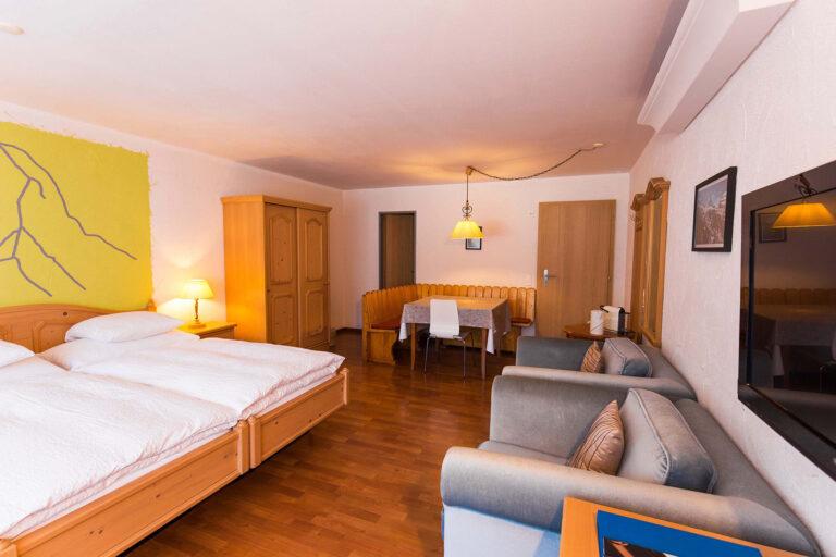 budget_apartments_zermatt_haus_theodul_403_living_012