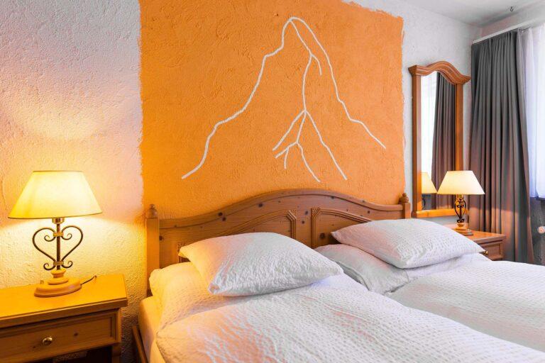 budget_apartments_zermatt_haus_theodul_405_bedroom_010