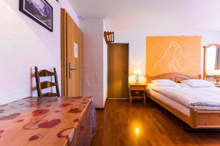 budget_apartments_zermatt_haus_theodul_405_living_010