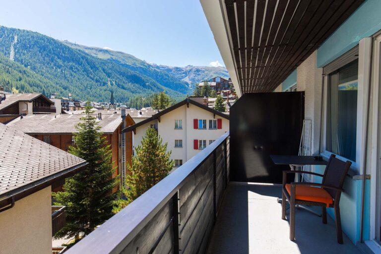 budget_apartments_zermatt_haus_theodul_406_balcony_010