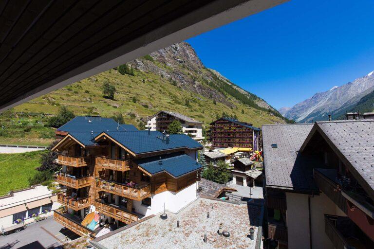 budget_apartments_zermatt_haus_theodul_406_balcony_011