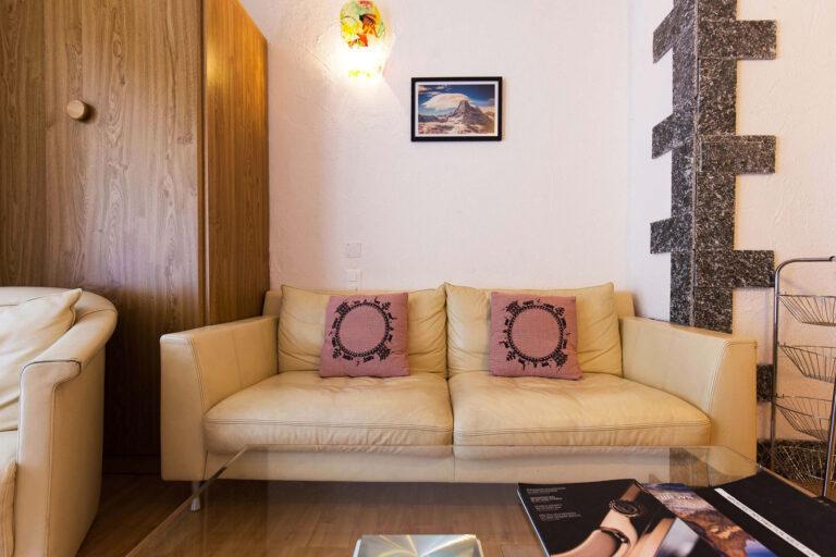 budget_apartments_zermatt_haus_theodul_406_living_012