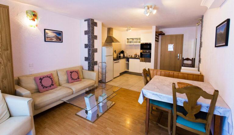 budget_apartments_zermatt_haus_theodul_406_living_013