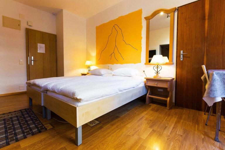 budget_apartments_zermatt_haus_theodul_parterre_04_bedroom_010