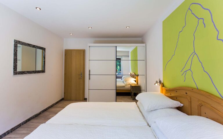 haus_theodul_zermatt_budget_apartments_106_bedroom_010