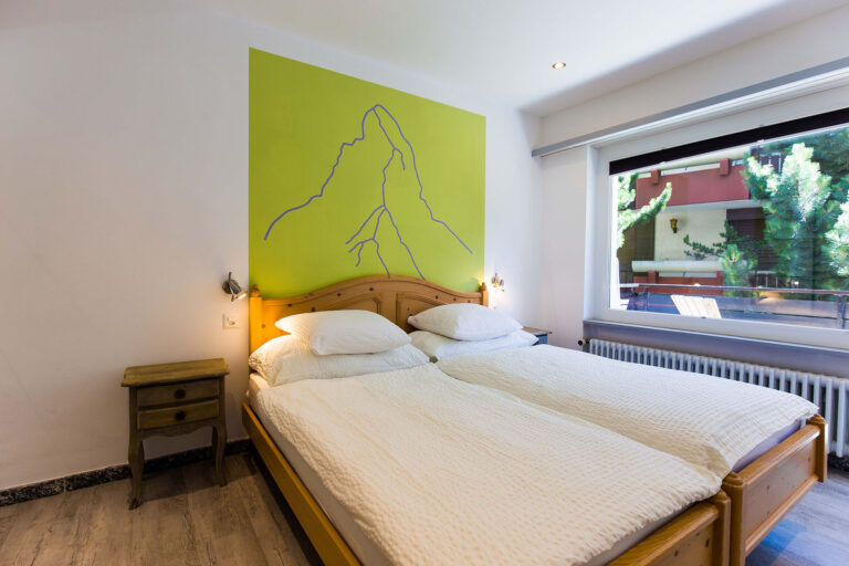 haus_theodul_zermatt_budget_apartments_106_bedroom_011