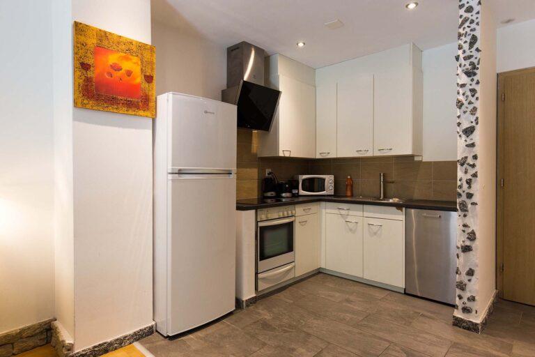 haus_theodul_zermatt_budget_apartments_106_kitchen_011