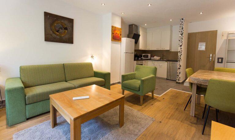 haus_theodul_zermatt_budget_apartments_106_living_010