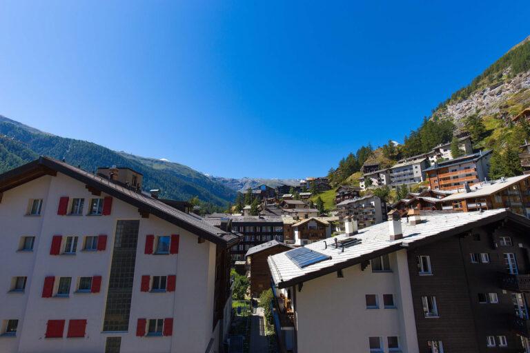 haus_theodul_zermatt_budget_apartments_302_balcony_010