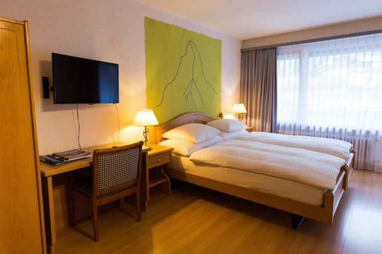 haus_theodul_zermatt_budget_apartments_302_bedroom_010