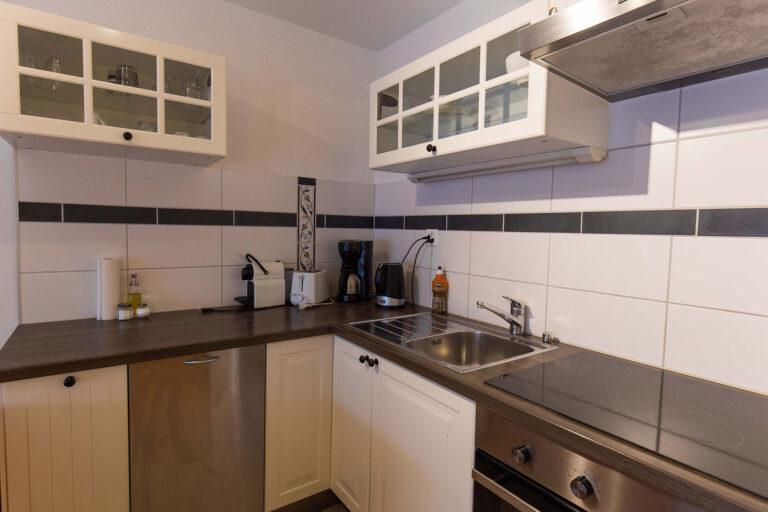 haus_theodul_zermatt_budget_apartments_302_kitchen_010
