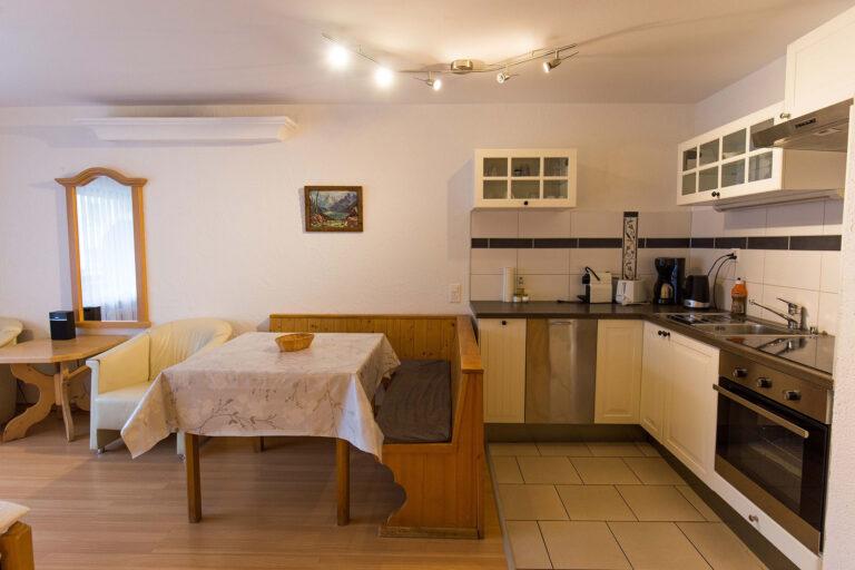 haus_theodul_zermatt_budget_apartments_302_living_012