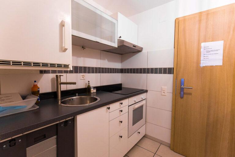 haus_theodul_zermatt_budget_apartments_303_kitchen_011