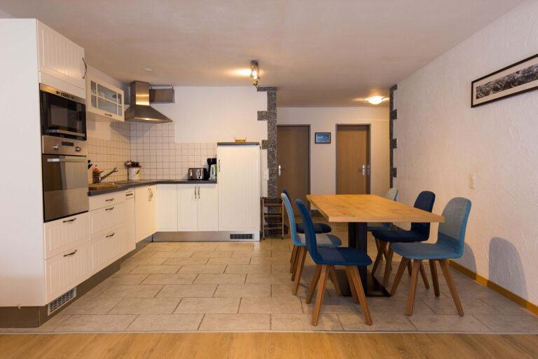 haus_theodul_zermatt_budget_apartments_304_living_kitchen_010