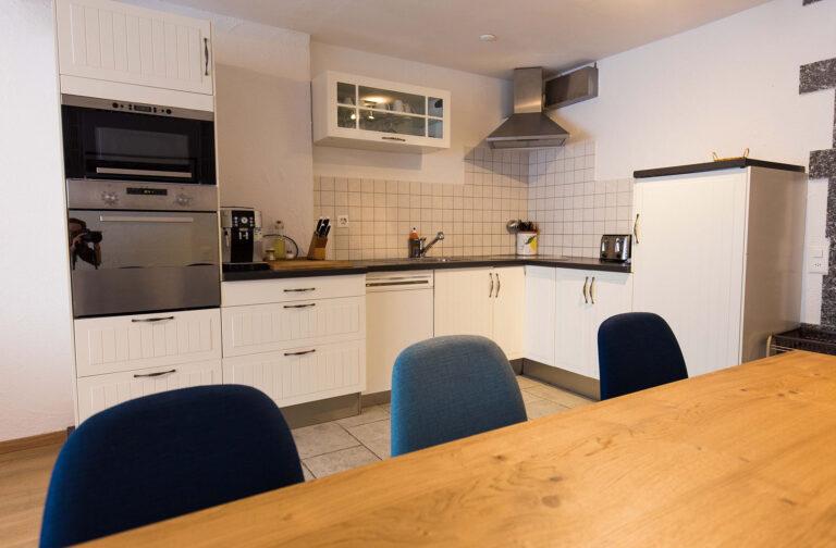 haus_theodul_zermatt_budget_apartments_304_living_kitchen_011
