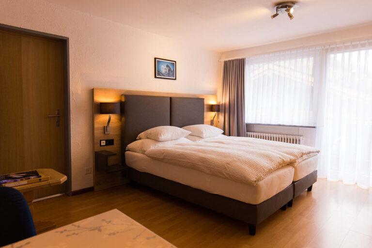 haus_theodul_zermatt_budget_apartments_305_bedroom_010