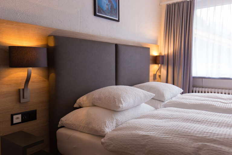 haus_theodul_zermatt_budget_apartments_305_bedroom_014