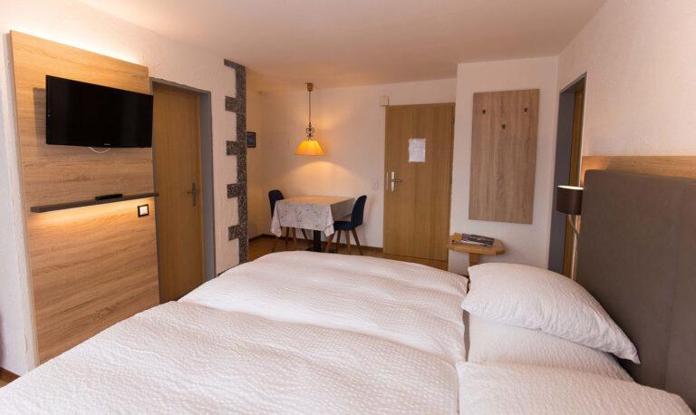 haus_theodul_zermatt_budget_apartments_305_living_010