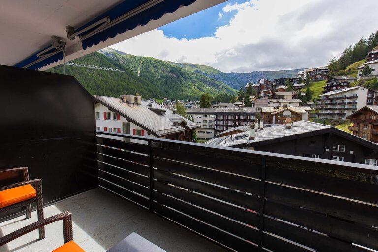 haus_theodul_zermatt_budget_apartments_404_balcony_010