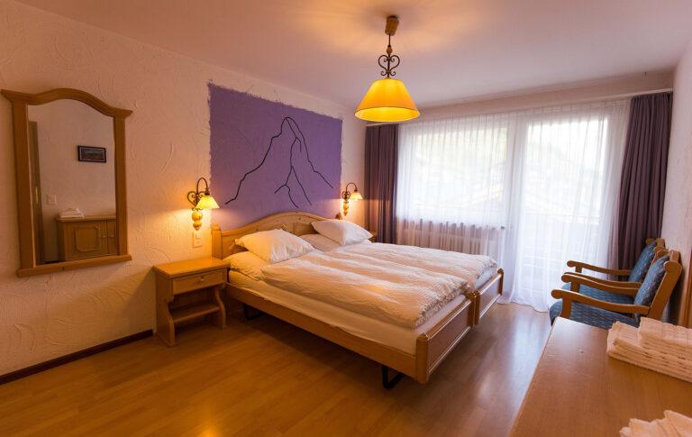 haus_theodul_zermatt_budget_apartments_404_bedroom_010