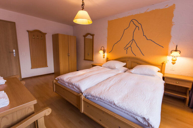 haus_theodul_zermatt_budget_apartments_404_bedroom_020