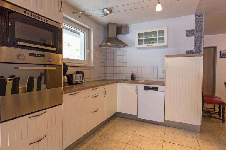 haus_theodul_zermatt_budget_apartments_404_kitchen_010