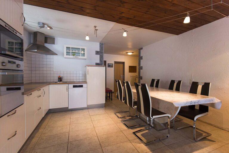 haus_theodul_zermatt_budget_apartments_404_kitchen_011