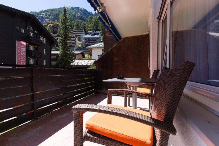 haus_theodul_zermatt_budget_apartments_parterre_balcony_010