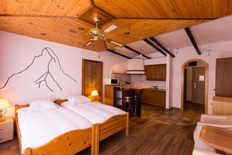 haus_theodul_zermatt_budget_apartments_parterre_living_010