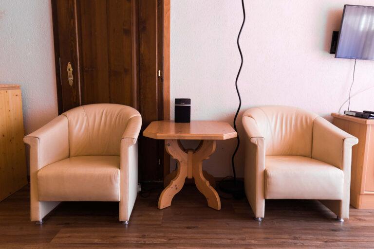 haus_theodul_zermatt_budget_apartments_parterre_living_014